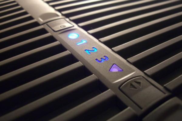 blaue LED-Anzeige auf der Oberseite des Luftwäschers
