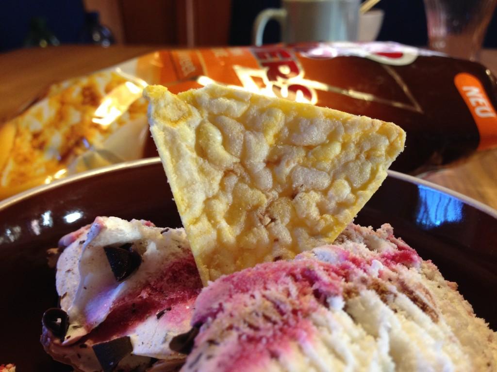 Chio Popcorners als Dekoration auf dem Eis
